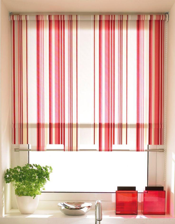 Полосатые рулонные и римские шторы в интерьере
