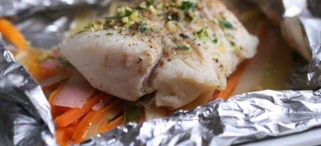 Треска с овощами, запеченная в духовке