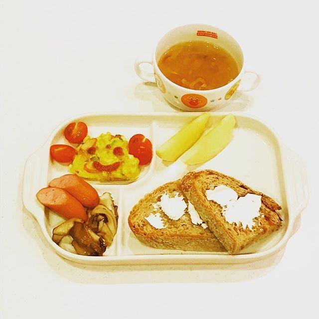 2016/12/05 06:11:04 yo_shi_bon #蜂蜜 #クリームチーズ #ライ麦パン #魔女のパン #balmuda #toast #バルミューダ #大根のスープ  #オムレツ #omelette #幼児食 #2歳 #2歳7ヶ月 #朝ごはん #朝食 #今日の朝食 #こどもごはん #いただきます #kids #kidsfood #kidsmeal #kidsbreakfast #breakfast #japonais #japanese #japanesefood #japanesebreakfast #ムスメシ #ムスメ #ニコニコ
