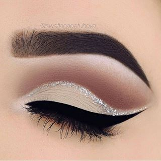 Beautiful glitter cut crease.