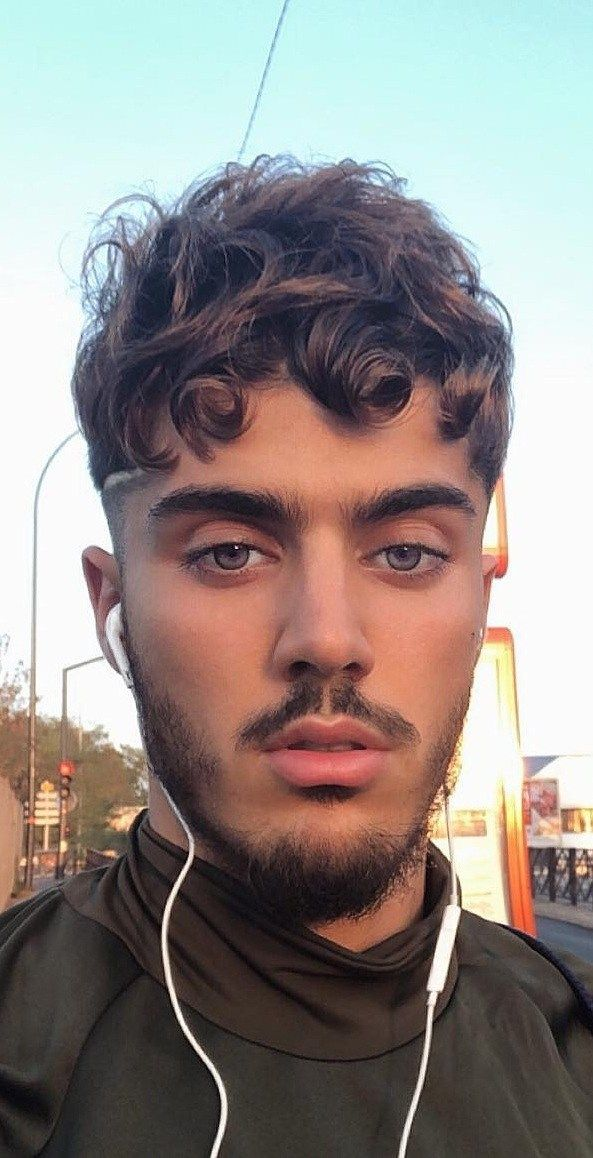 Best Curly Hairstyles For Men To Copy Effortlessly Hipster Hairstyles Mens Hairstyles Mens Hairstyles Fade