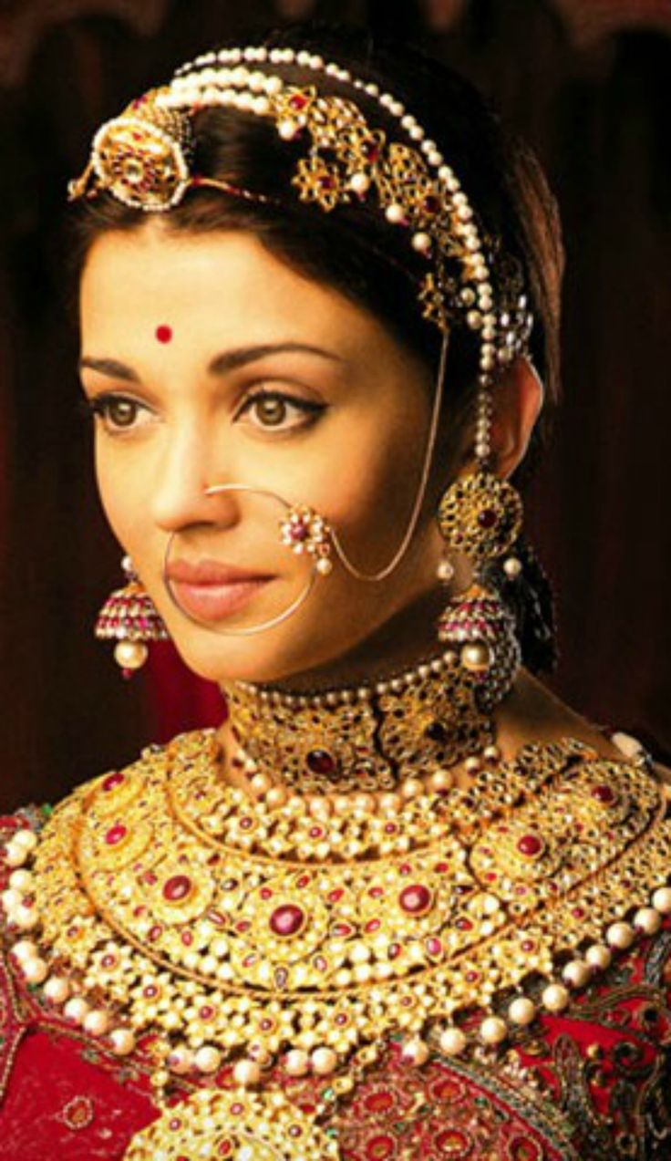 Trendy bridal headpiece - 5 Best Trends In Bridal Accessories From The Bridal Book