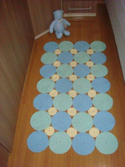 Tapete de crochê em barbante. Trabalhado em circulos. Esse tem 80cmx120cm. Pode ser confeccionado na cor escolhida e no tamanho escolhido(Consultar preço).