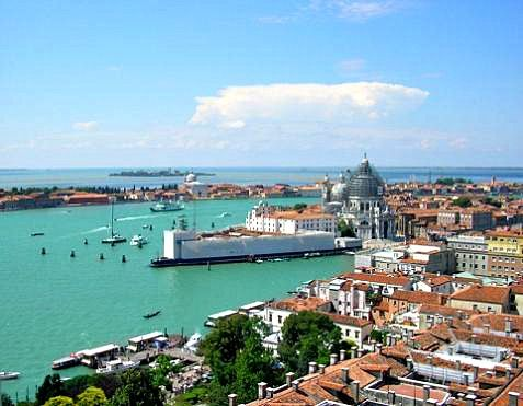 A different view of Venice (http://www.venice-italy-veneto.com/photos-of-venice-italy.html)
