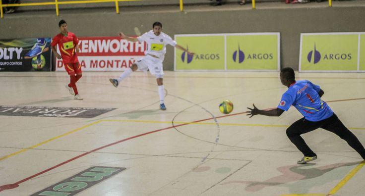 Gran contejo en Manizales por la sexta fecha. El conjunto blanco ganó 8-6 a #RodríguezyTorices. #FútbolRevolucionado