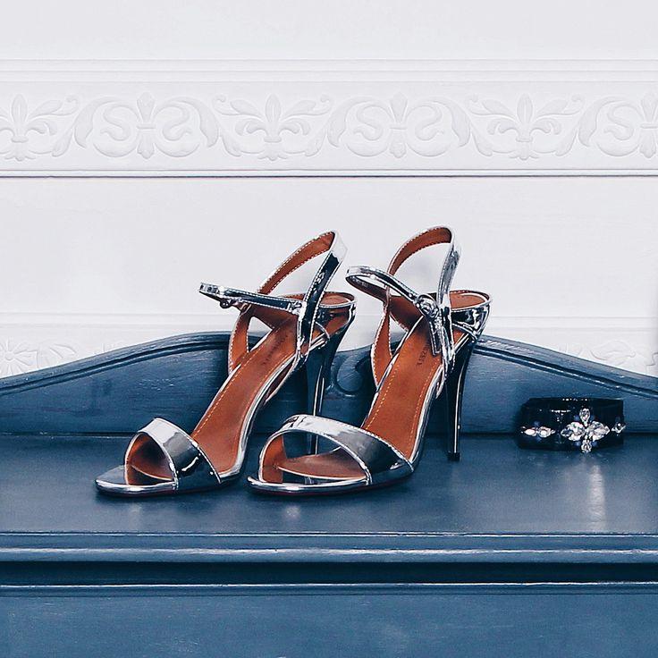 Обувь с металлизированной структурой не даст затеряться в толпе!✨ Наши стильные босоножки идеальны для светских вечеринок и торжественных мероприятий 💃 Арт: IS56-094729/8 #respectshoes #iloverespect #shoes #ss17 #shopping #обувьреспект #шоппинг #весна #веснавrespectshoes