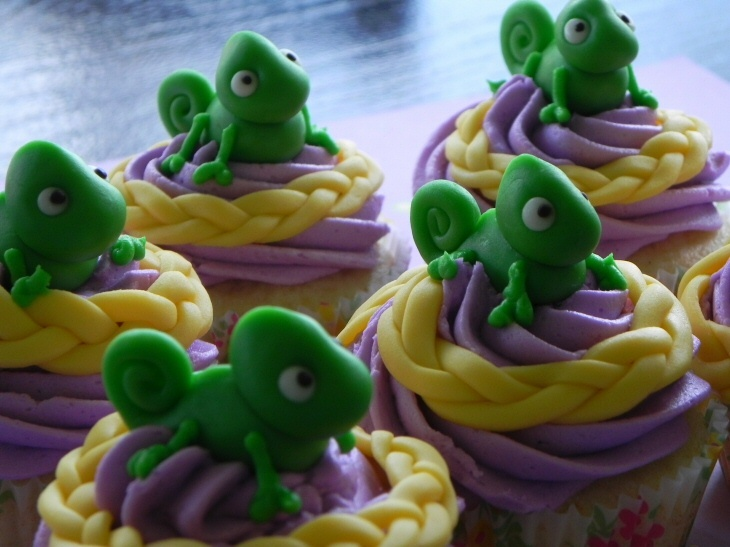 Pascal (Tangled) cupcakes. Perfect, this is exactly what I wanted to do.