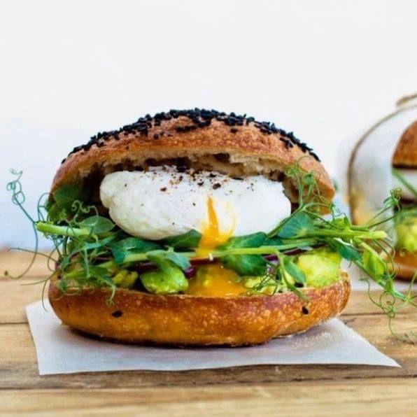 Święta świętami ale czas coś zjeść normalnego😋😋😋 Mega Hamburger Best Bakery  ??? 😋🎄🍲🍴👌  Stefan 😋 #asunto #bestbakery #pieczywo #bagietki #kanapki #croissant #hamburegry #zapiekanki #ciabatta #IFollowYou  #myfood #przepisy #pizza #minipizza #burgery #bułki #tapas