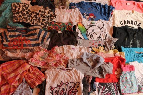 5 kg Extra ruha csomag,minimális 1.osztállyal,nyári gyerek mix. Divatos,márkás ruhák. 1.900 Ft/Kg Összesen:9.500 Ft+1.100Ft postaköltség  http://www.minivarazs.hu/5_kg_extra_ruha_csomag_880