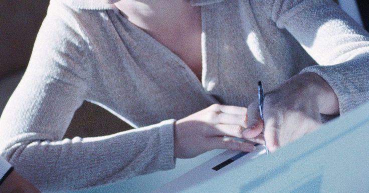 Tareas de un editor en jefe. Editor en jefe, o jefe editor, es un puesto dentro de una publicación, que suele ser periódica (por ejemplo, un periódico, un diario académico o una revista). El editor en jefe es el líder del personal encargado de la publicación, es quien revisa en última instancia el contenido que se publicará y es el principal representante de la publicación ...