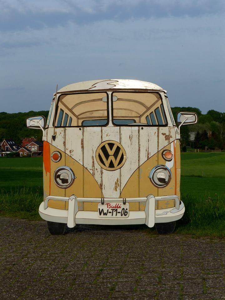 Volkswagen T1 spijlbus , geheel gemaakt van sloophout door Henri Wittenberg , Markelo afmeting 120 x 135 cm