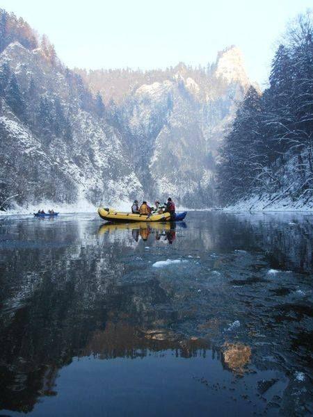 Spływ Przełomem Dunajca zimą.
