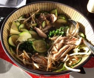 Recipe Fast Chicken Pho by Paleo-Thermie - Recipe of category Soups
