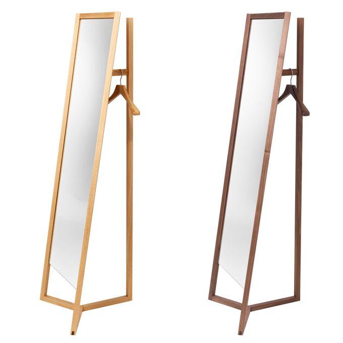 Ob Club ein Spiegel mit Kleiderständer oder ein Kleiderständer mit Spiegel ist, muss man sich einfach selbst ausdenken. Der Entwurf von Daniel Debiasi und Federico Sandri unter ihrem gemeinsamen La...