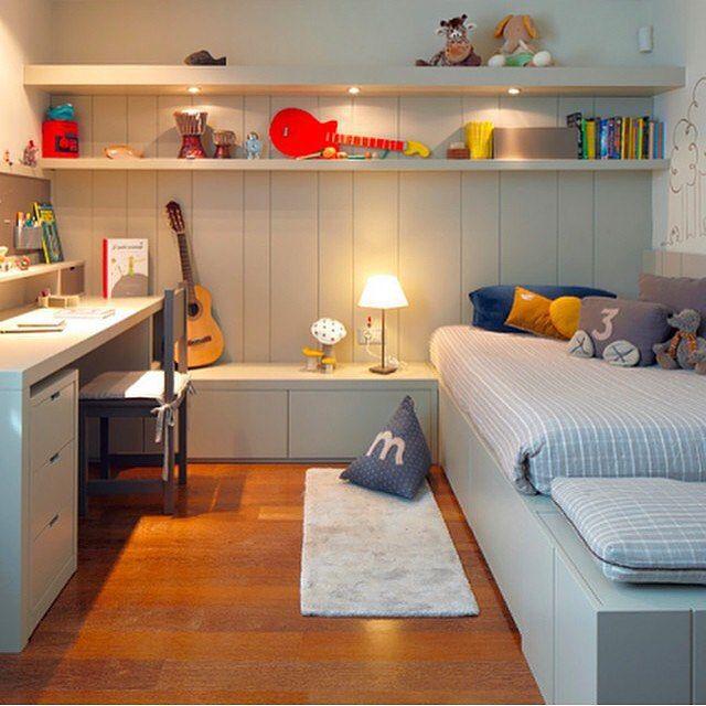 Quarto de menino cinza, o colorido ficou por conta dos brinquedos e objetos de decoração. #feliznatal #decor #bedroom #kidsroom #kids #boy #merychristmas #arquitetura #furniture #inspiration #decora #lovedecor #arquitectura #cool #quartodemenino #instagood #blogfabiarquiteta #fabiarquiteta  www.fabiarquiteta.com