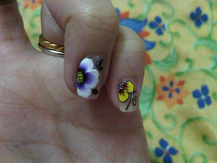 More one stroke nail art