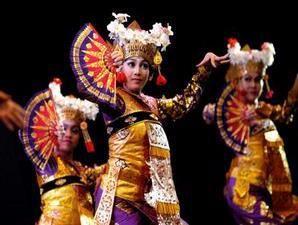 Tari-legong-Bali
