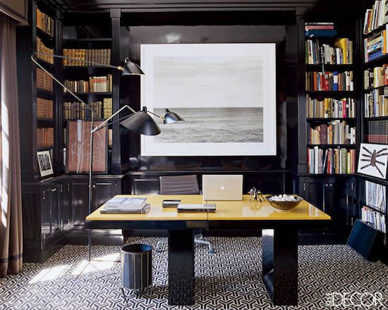 #Black #lacquer walls look great in a #home #office or study. Loving the built-in #bookshelf surrounding the space!
