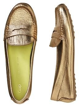 No happy pregnancy is complete without your favorite pair of flats. Check out Gaps leather loafers.
