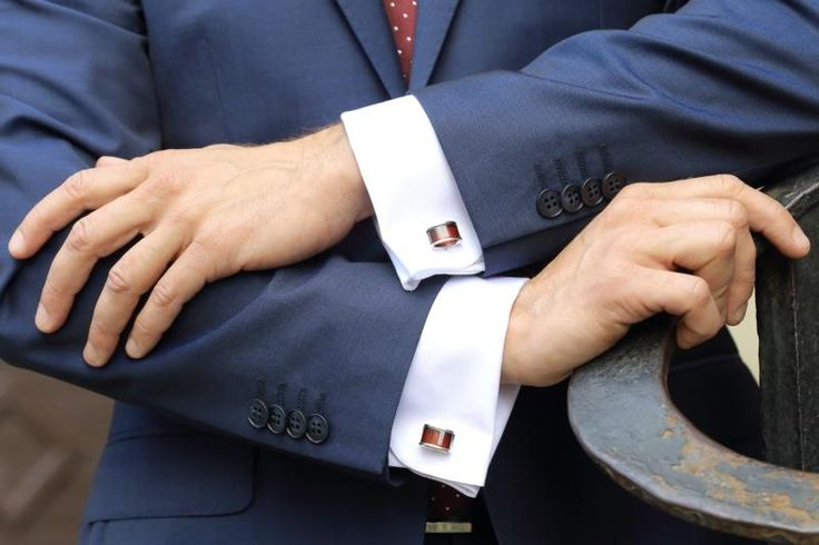 Polish Embassy UK (@PolishEmbassyUK) on Twitter: The Polish Embassy sent out a tweet with a picture of the red amber cufflinks gifted to the Duke of Cambridge during his tour of Poland