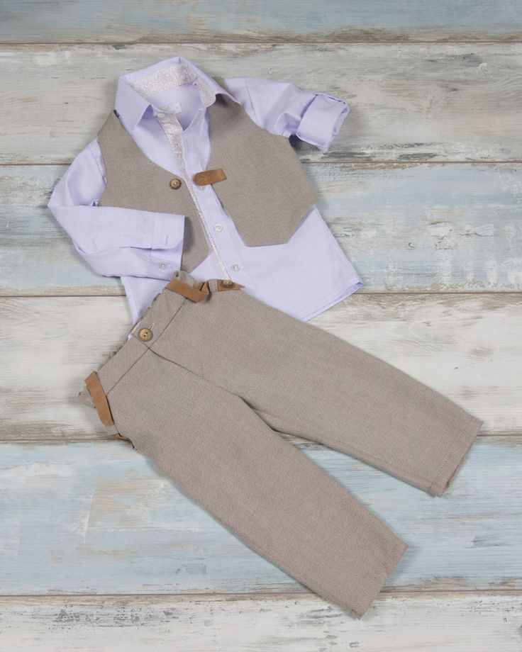 Pants straw type with leather details, light blue oxford shirt