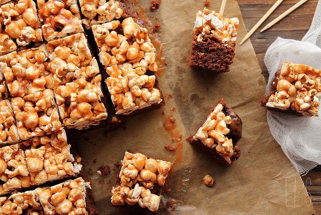 Gesalzene Karamell Popcorn und Brownie Barsbars