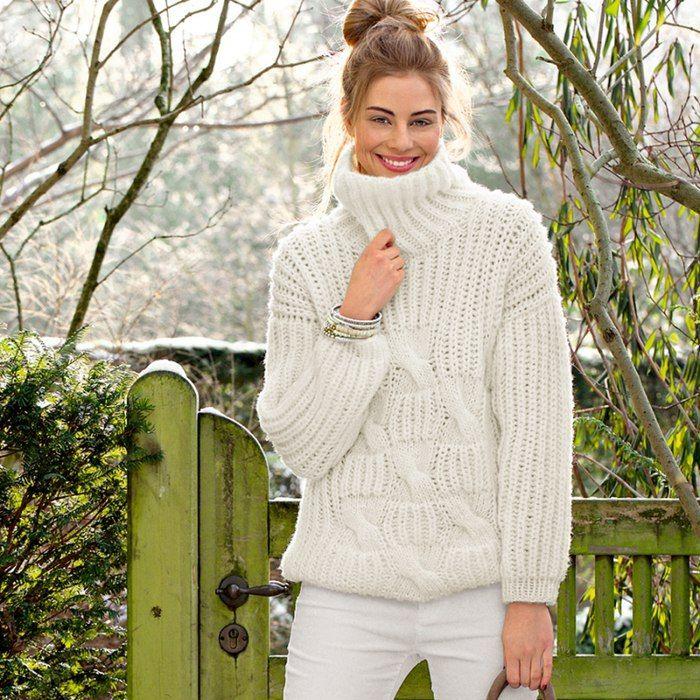 Стильная модель для любого возраста. Теплый свитер с высокой горловиной и крупным рельефным узором спицами особенно красиво смотрится в белом цвете.