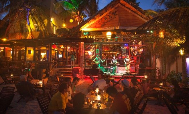 Nightlife in Playa Del Carmen Mexico - Dance on the sand in this Carribbean boomtoom