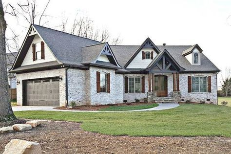 Craftsman Style House Plan - 3 Beds 2.50 Baths 2404 Sq/Ft Plan #119-369 Exterior - Front Elevation - Houseplans.com