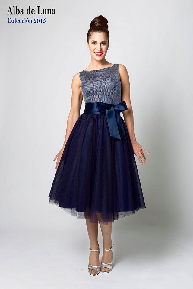"""Vestido Midi. Cuerpo en tejido red fantasía color plata con fondo seda elastan color azul marino. Falda midi en tejido tul azul marino con fondo tafeta. Ref. 506V15 Vestido Corto """"Zinnia"""""""