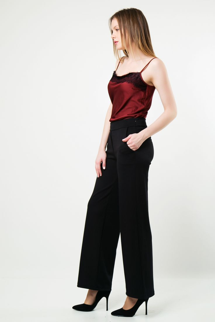 Palazzo with side pockets and back pockets detail. Fitted waist line and loose on the rest.  http://www.modaboom.com/clothes/trousers-and-jeans/mauri-ufasmatini-pantelona-el-en/