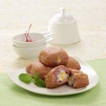 DONAT UBI UNGU VLA JAGUNG http://www.sajiansedap.com/recipe/detail/4028/donat-ubi-ungu-vla-jagung