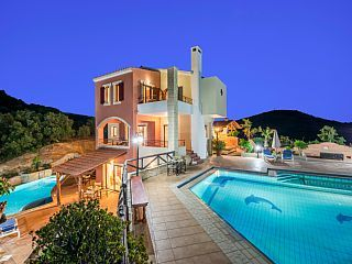 Holiday villas near Sandy Beach, Shops, Restaurants and with Private Pool    - 3 Bedroon villa to rent