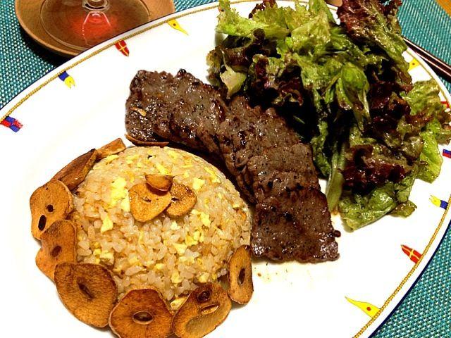 レシピとお料理がひらめくSnapDish - 21件のもぐもぐ - Homemade:) Steak Dinner, Garlic Fried Rice & Salad for 2 persons.   ディナーステーキ•ガーリックフライドライス・2人前 by Helen Escosora