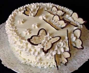 Nemrég sütöttem én is ezt a süteményt, tanúsítom, hogy nagyon-nagyon finom! :) (nekem egyébként nem tűnt olyan macerásnak). Ellenben nagyon megéri a pluszban ráfordított időt!…
