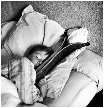 Robert Doisneau, Le Rêve du petit Michel, Megève, 1936 © Atelier Robert Doisneau tag: dream sky kid