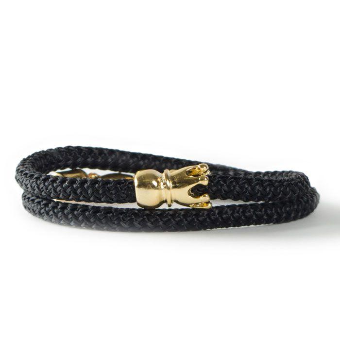 Königliches Wickelarmband mit Segelseil und goldener Metallperle Krone. Alle Materialien sind bei Glücksfieber erhältlich!
