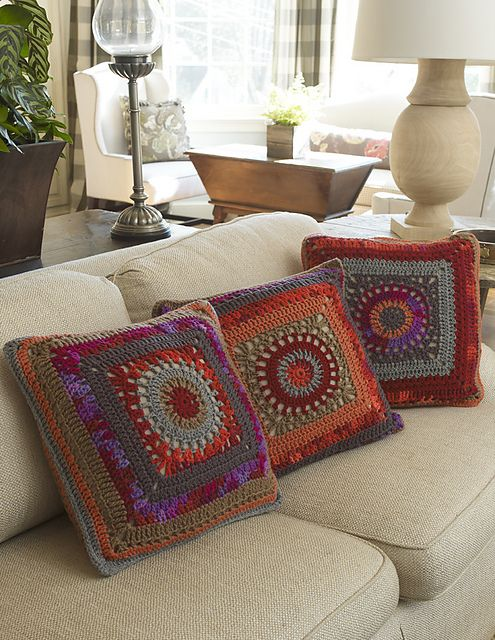 Free pattern  Ravelry: Circle in the Square Pillows pattern by Marianne Forrestal