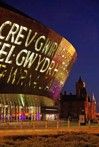 "Millennium Centre Cardiff Bay ""Greu Gwir Fel Gwydr O Ffwrnais Amen ""( Welsh ) ""In These Stones Horisons sing "" ( English ) ...""side by side in perfect harmony..."" as a cultural message ......WONDERFULL :)"