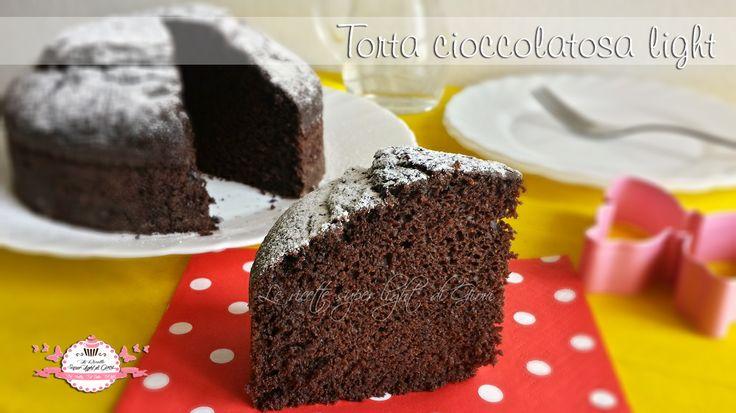 Torta cioccolatosa light, velocissima, sanissima, senza uova, senza grassi e senza latte! Perfetta per chi è a dieta e non vuole rinunciare al dolce!