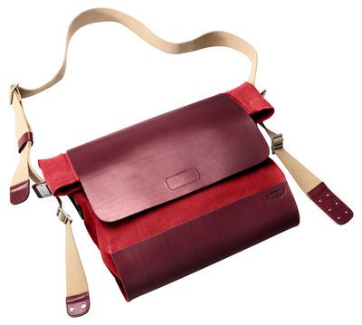 Scopri Tracolla New Brixton -/ Borsa larga - pelle & Tessuto, Bordeau & rosso di Brooks, Made In Design Italia