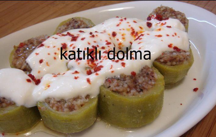 Katıklı dolma, Diyarbakır ve Bitlis sıkça yapılan bir yemek. Bu dolma, Bitlis yöresinde kış kabağı denilen kabak ile yapılıyor. Biz bu tarifimizde bildiğimiz yazlık kabak ile katıklı dolma yapılışını sizlere anlatmaya çalışacağız.