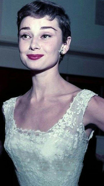 Audrey Hepburn, beautiful color photo . Great actress