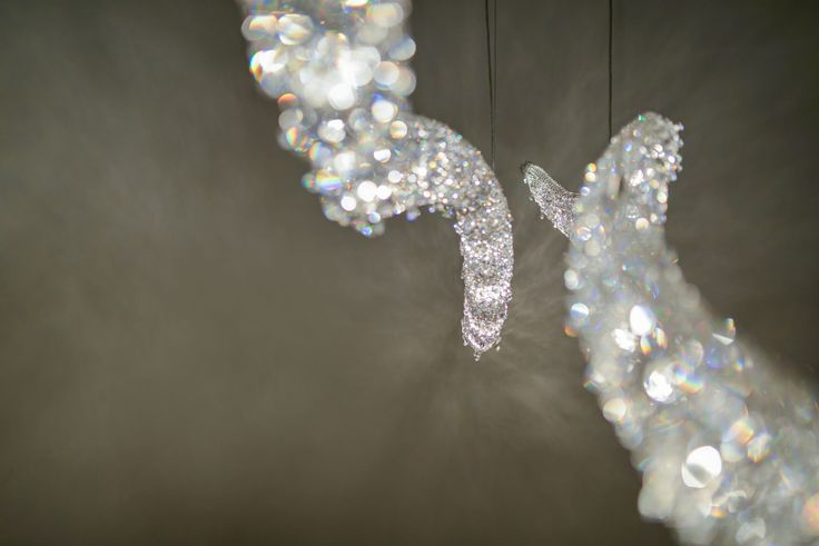 Vague 3D Crystal Chandelier from Manooi www.manooi.com #Manooi #Chandelier #CrystalChandelier #Design #Lighting #Vague3D #luxury #furniture