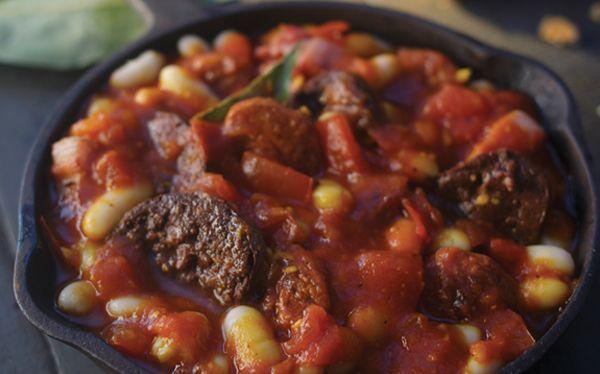 Fabada asturiana. Prepara una deliciosa fabada asturiana y comparte con tu familia. Encuentra la receta completa en: cocinavital.mx
