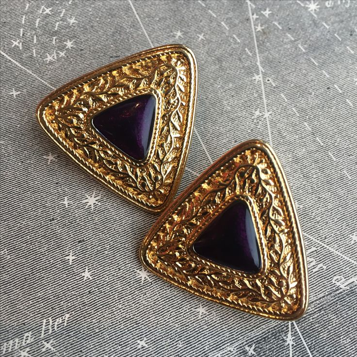 Trendy Vintage Golden Triangle Clip On Earrings with Purple Stone - 80's on Nepthy: https://www.etsy.com/uk/shop/Nephty