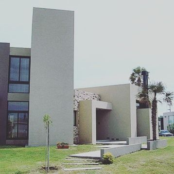 Por el Estudio Aguilar Grosso Arquitectos. Podés ver más de esta #obra y este #estudio googleando: c-0095-2-4-005.  #arquitectos #buildings #homes #diseño #construccion #design #decor #arquitectosargentinos #houses #architect #architecturelovers #casas #arquitectura