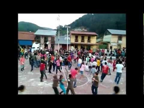 Guerra De Cascarones Omitlán De Juarez 2013 [Carnaval De Huevos] - YouTube