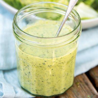 Sommarens räddare i nöden! Gör en stor laddning av green goddess-dressingen och ha i kylen. Passar till lamm, fisk, grillade grönsaker eller bara till en stor härlig grönsallad.