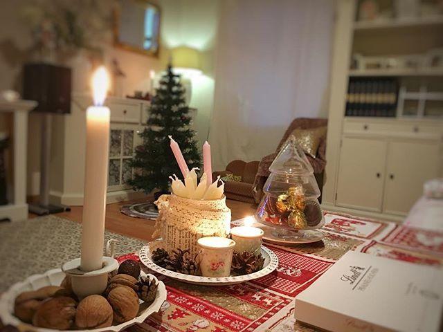 Morgen ist das orthodoxe Weihnachten in dieser Nacht jedoch kommen jegliche Hexen und andere böse Geister raus um noch einmal so richtig zu feiern. Da sammeln sich Leute um die Zeit draußen und singen fröhliche Lieder  tanzen und lachen man geht vom Haus zu Haus und wünscht allem was Gutes dafür erhält man eine kleine Spende in Form von Süßigkeiten oder ä. (Wie Halloween). Laut und fröhlich geht man durch die Straßen und verjagt die bösen Geister.  somit wünsche ich euch Gesundheit  Liebe…